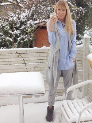 Wohlfühl-Look, Joggingpants, Strickweste, Kuschellook, Homewear, Mamablog, Modeblog, Sonntagskaffee