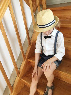 Partnerlook für Mama und Sohn, Partnerlook, Hochzeitsoutfit für Jungs, Hosenträger, Strohhut, Mamablogger, Kidsstyle, Kindermode, Jungenmode, Modeblog