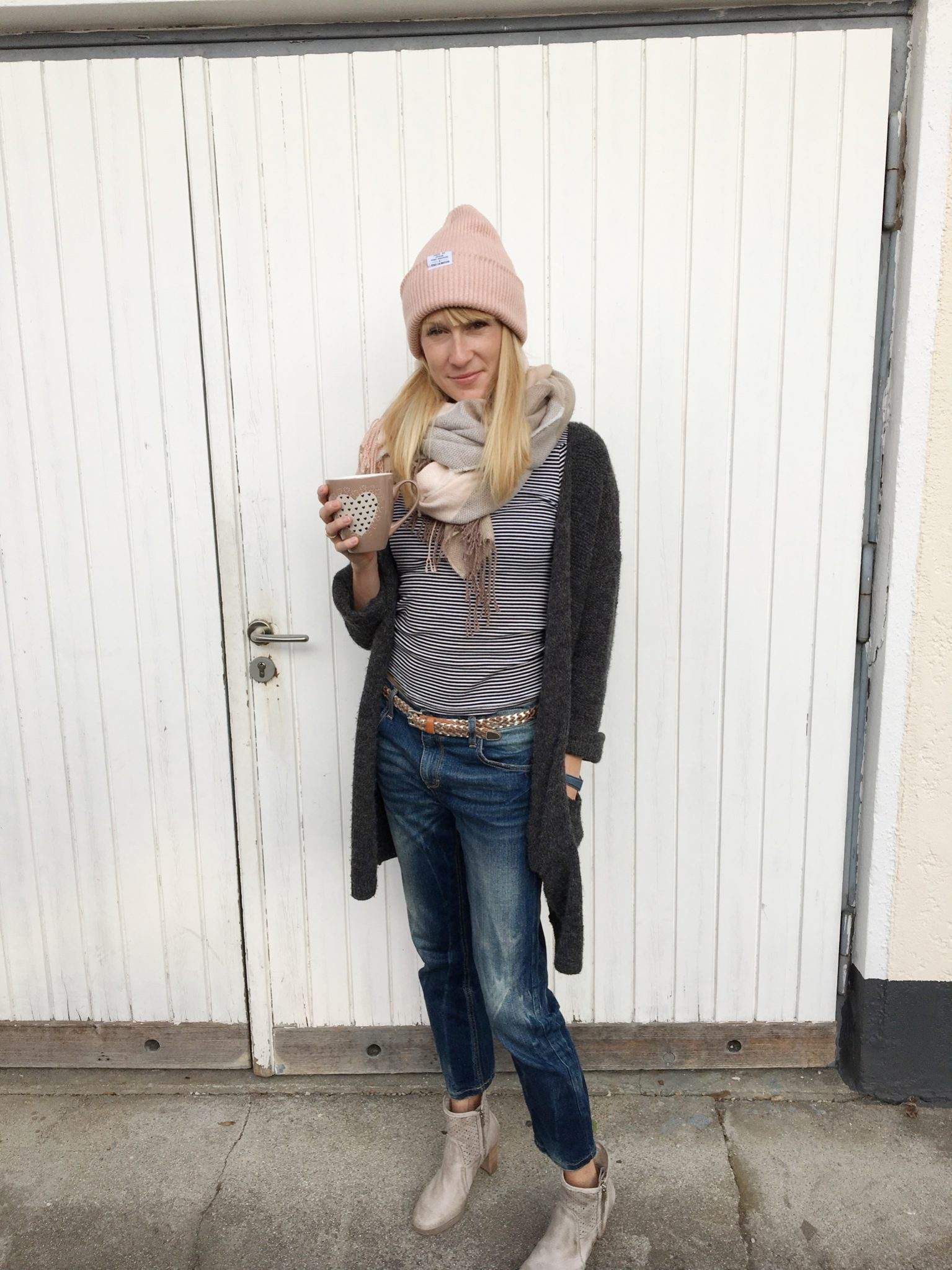kuschelige Accessoires, Herbstlook, Cardigan, Strickjacke, Schal und Mütze, Outfitpost, Inspiration, Mamainstyle, Modemama, Mamablog, Lookoftheday, Strickcardigan, Shoppingtipp