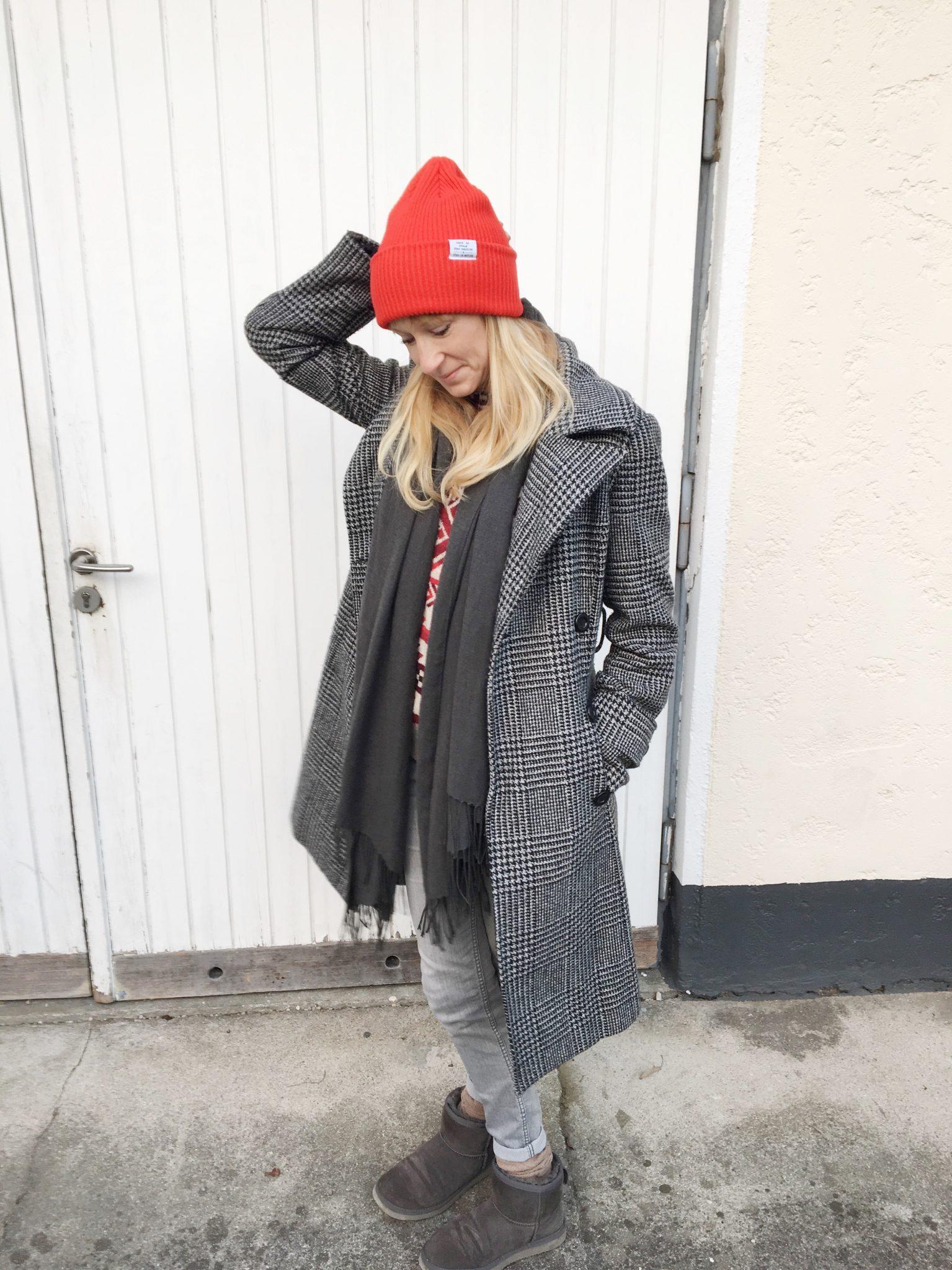 die perfekte Mütze, Mütze, Strickmütze, H&M, Winterlook, Mantel, rote Mütze, Accessoires, Mamablog, Modeblog, Mama Mode Blog, Fashionmum, Modemama