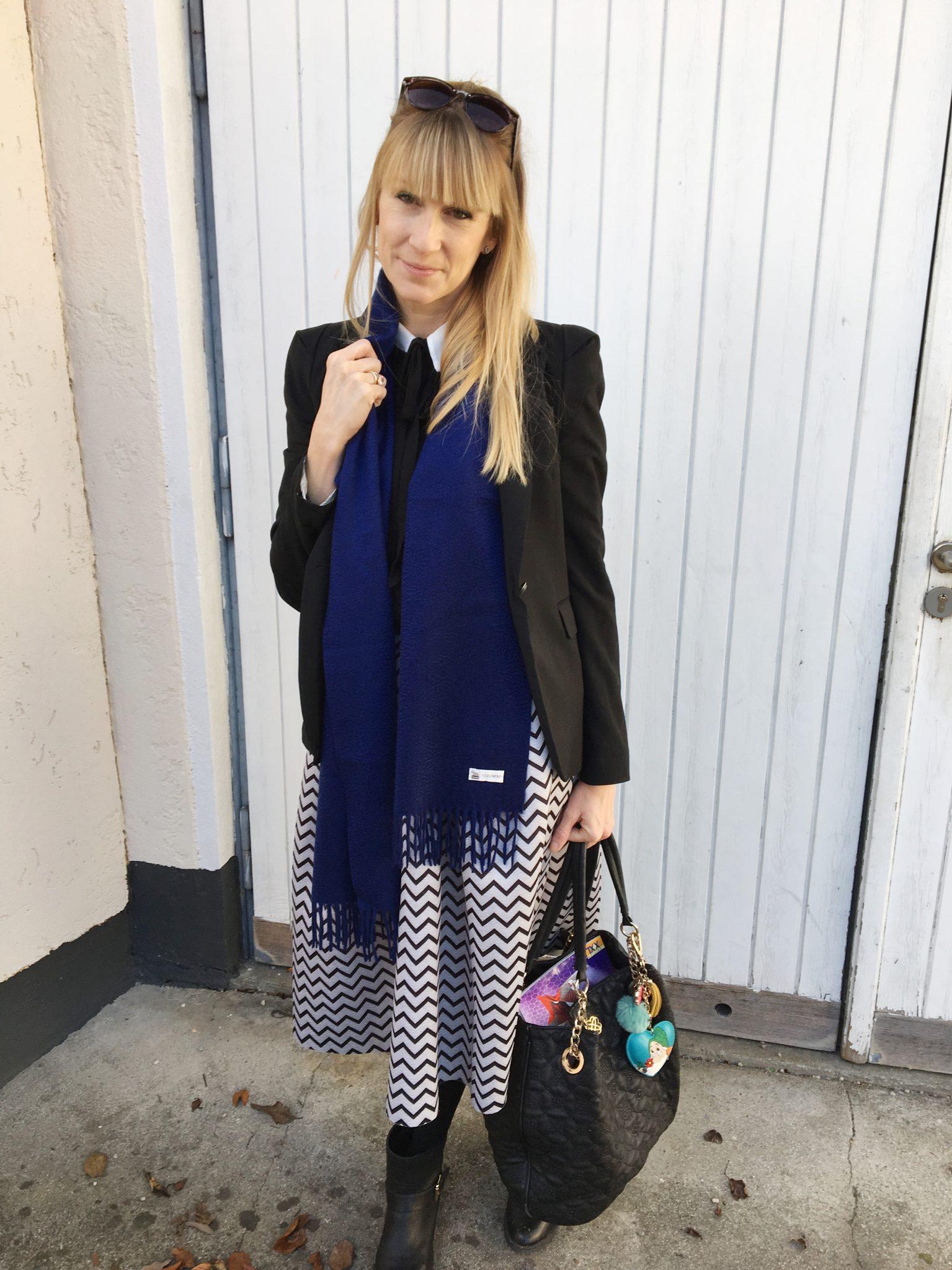 Mein Look für die Feiertage: Bluse mit Schleife zum Tellerrock
