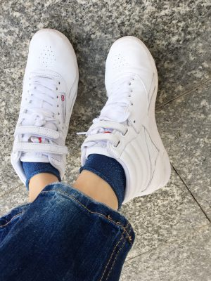 verpsielte Socken, Söckchen, Glitzersocken, Jeanslook, Mamainstyle, Mamablog, Modemama, Outfitinspiration, Accessoires, Trend, Streetstyle, Fashionmum, Lookoftheday, Sneakers