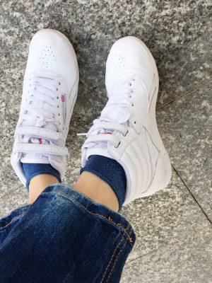 verpsielte Socken, Söckchen, Glitzersocken, Jeanslook, Mamainstyle, Mamablog, Modemama, Outfitinspiration, Accessoires, Trend, Streetstyle, Fashionmum, Lookoftheday, Sneakers