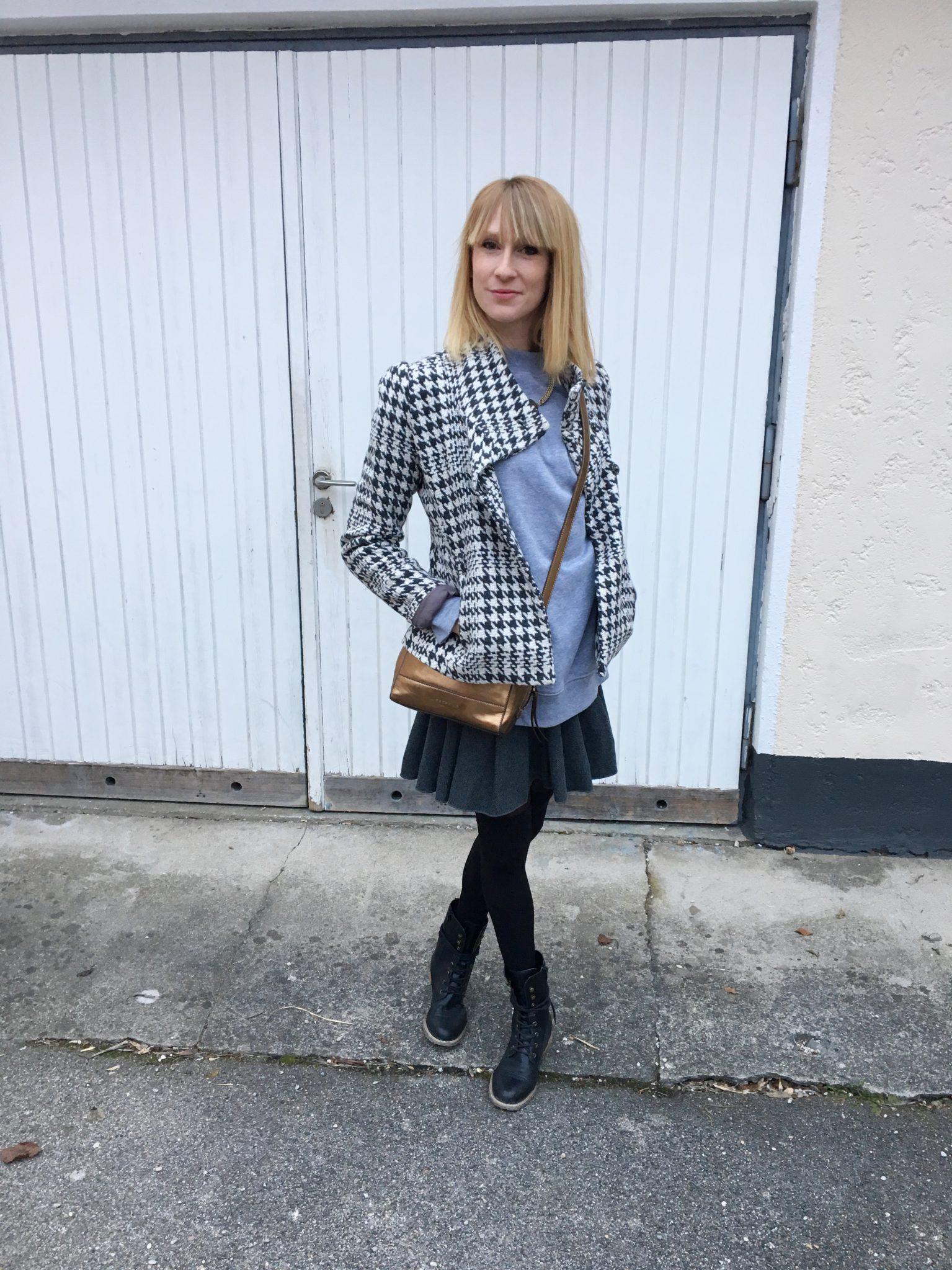 Ausgehlook: Ein Sweater zum kurzen Rock