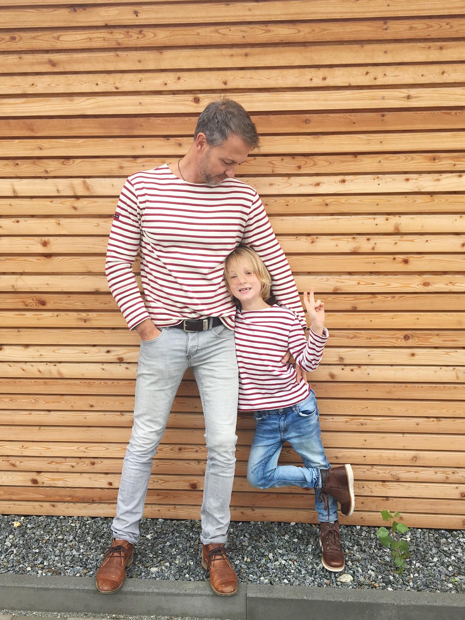 Streifenshirt: Partnerlook für Papa und Sohn.