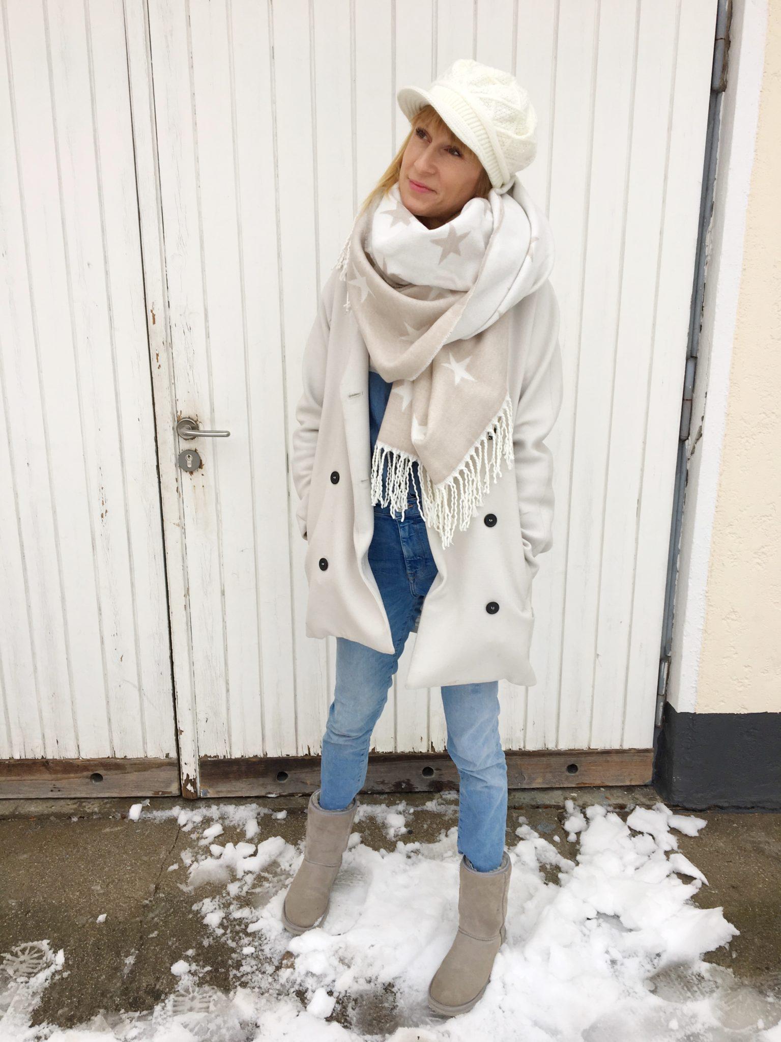 Winter Accessoires in beige und weiß.
