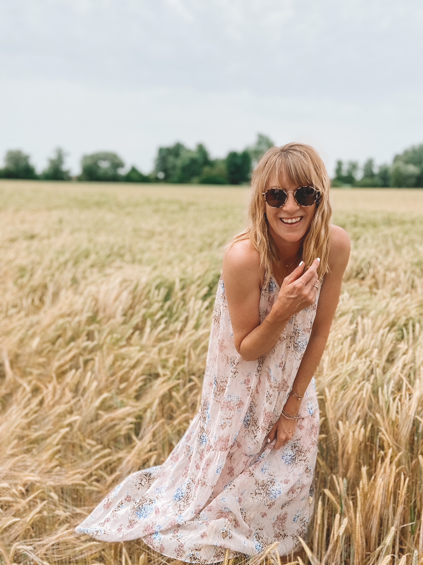 Luftige Kleider und fliegende Gräser